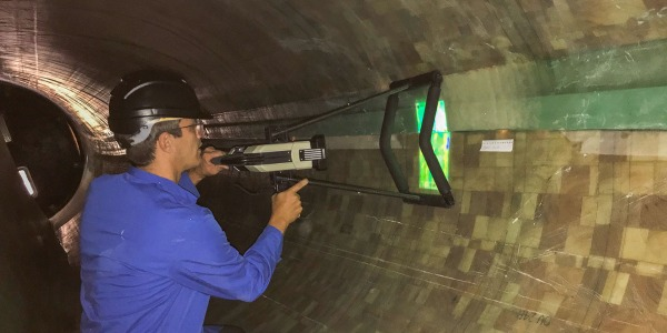 Inspection of Wind Turbine Rotor Blade with waveCHECK